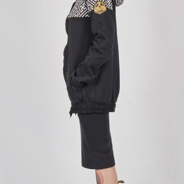 Falda de tubo Sayagata gris y negra de lado.